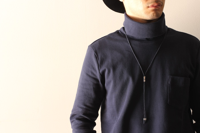 BRIGHT TURTLE NECK × TERRA